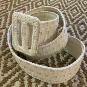 White Oscar de la renta M white knit belt